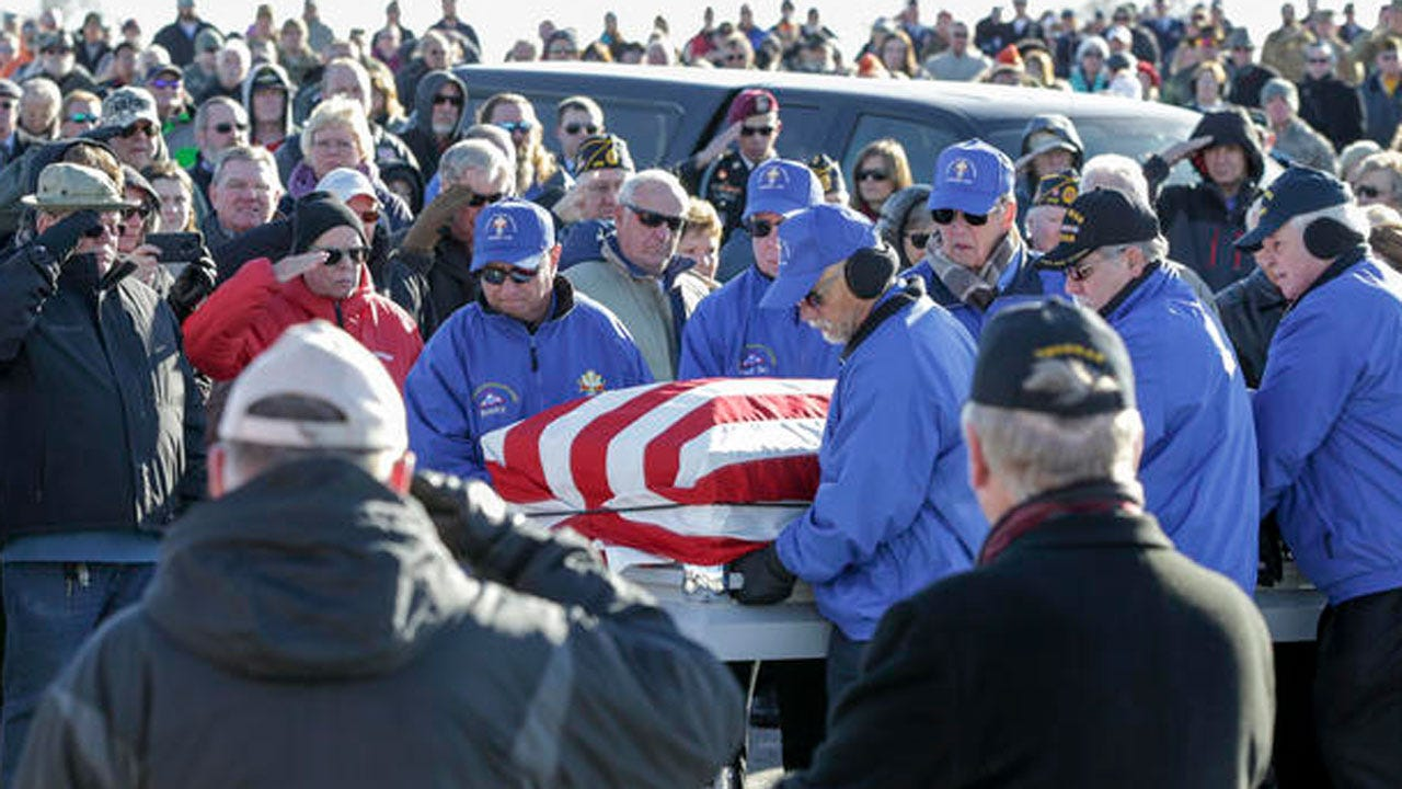 Hundreds Of Strangers Honor Vietnam Veteran At His Burial