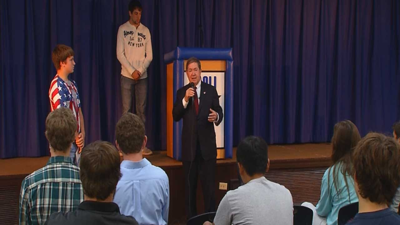 Drew Edmondson Takes Break From Campaign To Talk With Students In Paoli