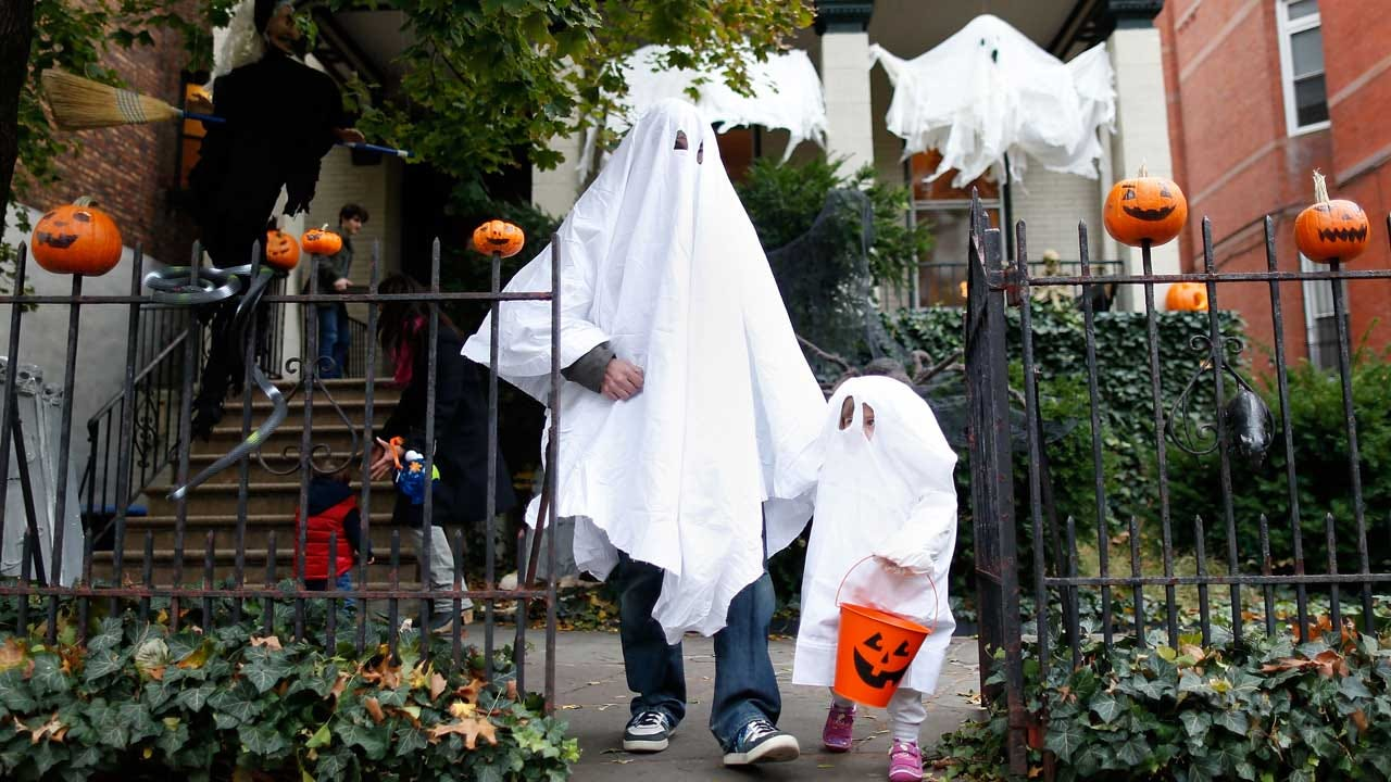 Town Threatens Trick-Or-Treaters Over The Age Of 12 With Jail Time