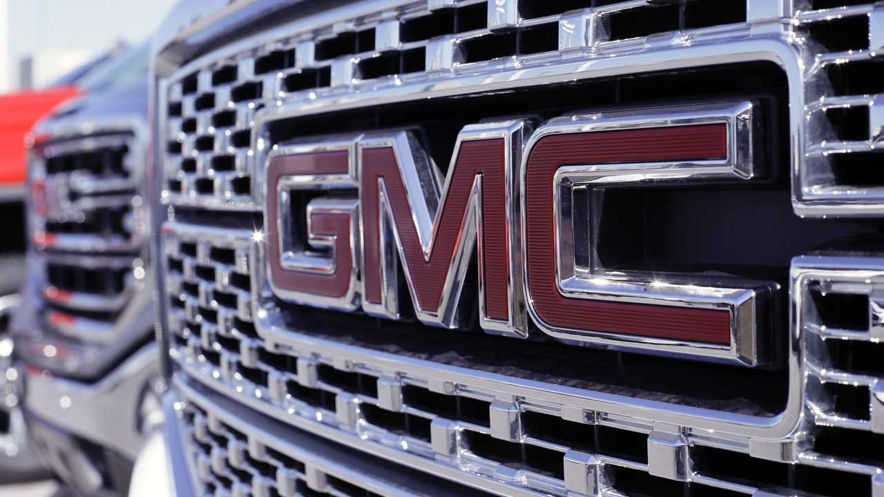GM Recalls More Than 1 Million Pickups, SUVs For Power Steering Problem