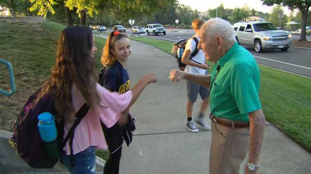 94-Year-Old Veteran Imparts His Wisdom To Students Every Day Before Class