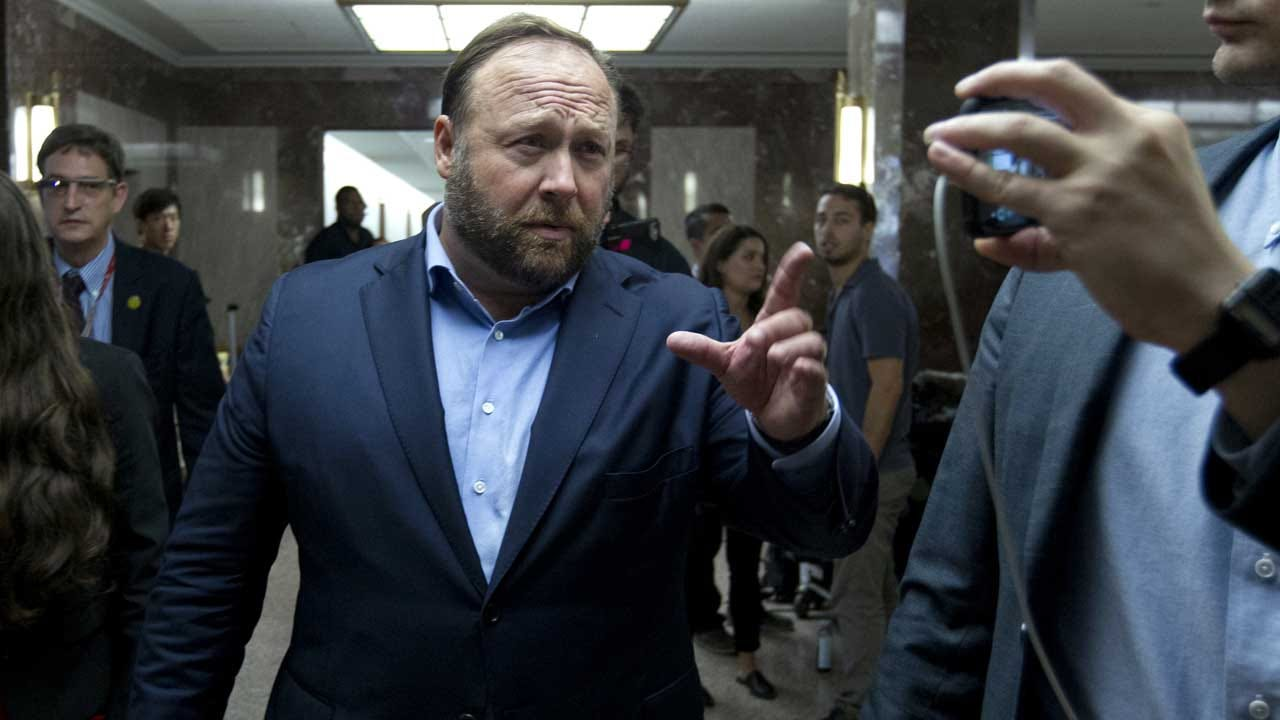'Infowars' Host Insults Senator, Heckles Reporter Outside Of Congressional Hearings