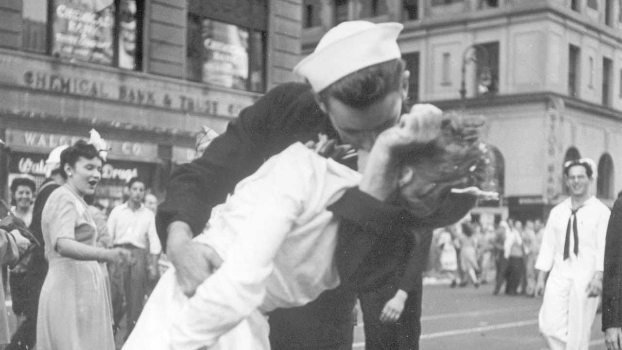 George Mendonsa, Sailor Kissing Woman In Iconic V-J Day Photo, Dies
