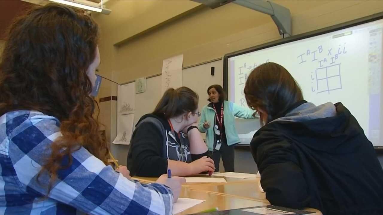 State Senate Committee Passes Bill Requiring 5-Day School Weeks