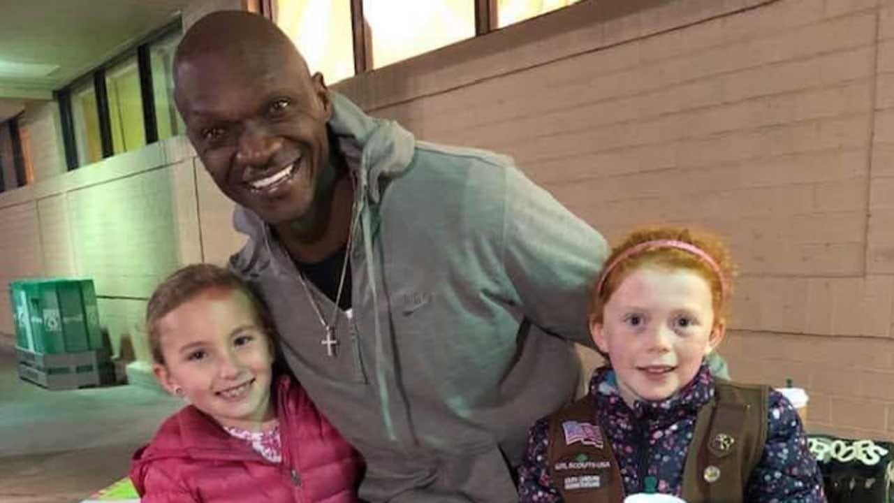 Man Buys $540 Worth Of Girl Scout Cookies So Girls Don't Have To Stay Out In Cold