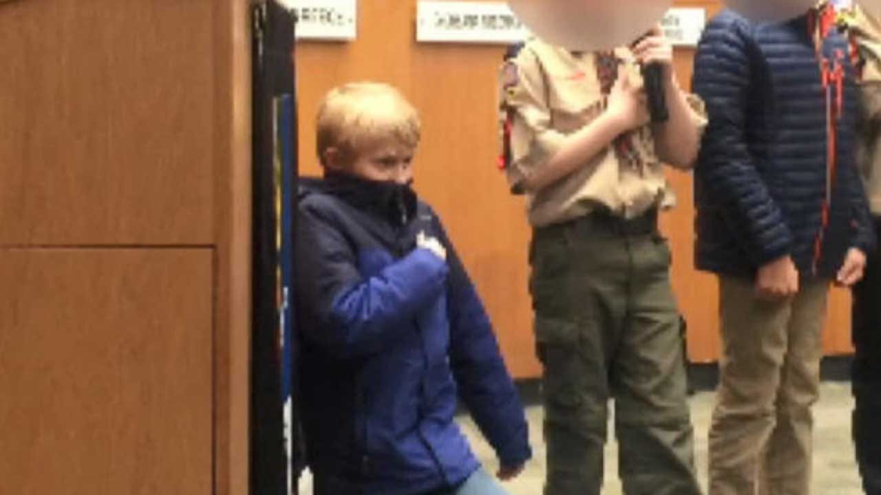 Boy Takes Knee During Pledge Of Allegiance, Mayor Endorses 'Expressions Of Conscience'