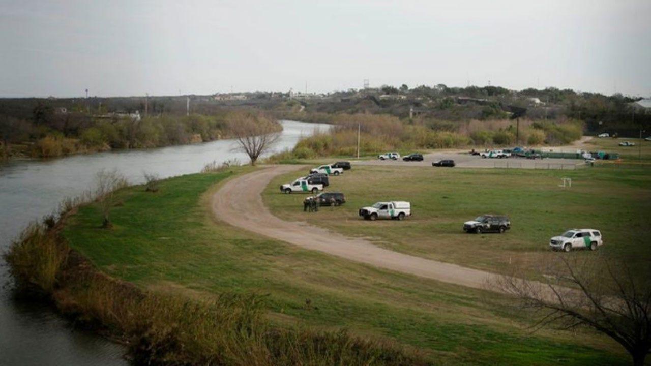 Migrant Caravan Waiting At Texas-Mexico Border