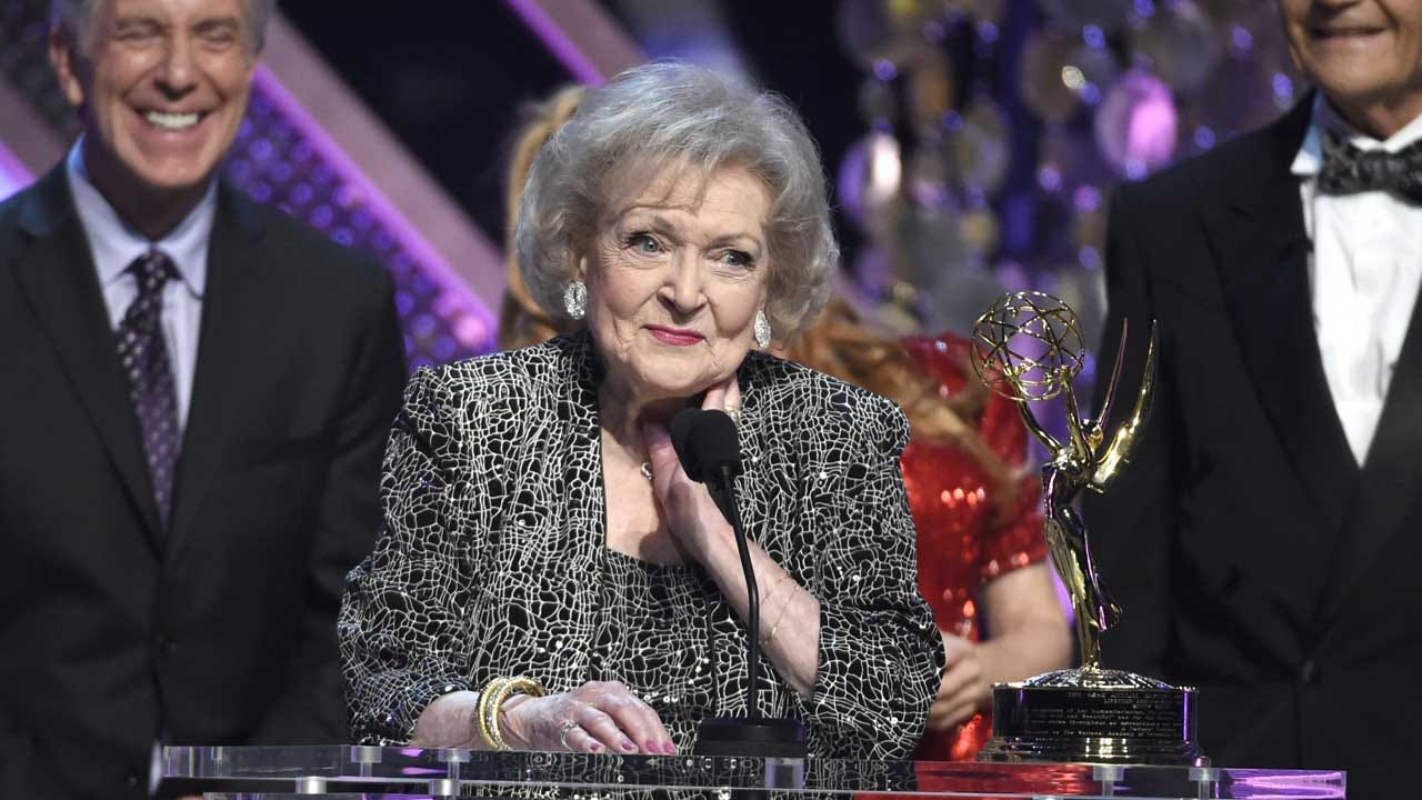 Betty White To Star In New Lifetime Holiday Film At 98 Years Old