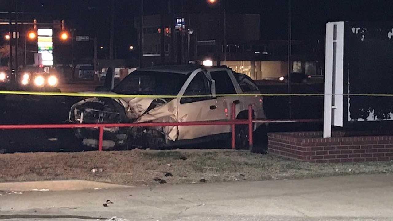 1 Dies After Crash In SW OKC