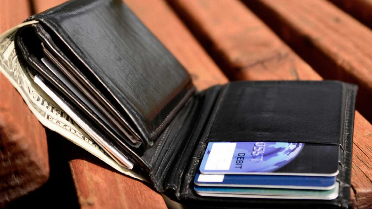 Lost Your Wallet? The More Cash In It The Likelier You'll Get It Back
