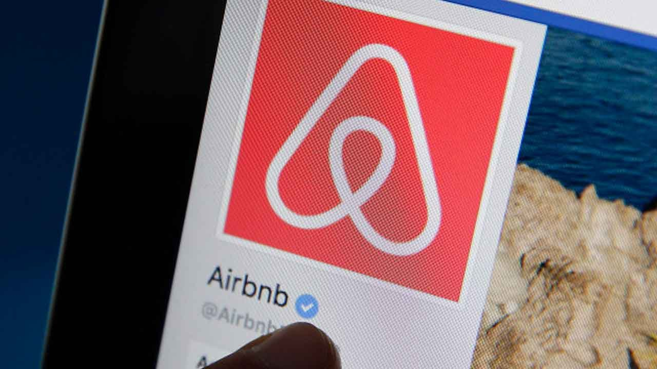 Group Of Black Friends Kicked Out Of Airbnb By Host Who Called Them 'Monkeys'