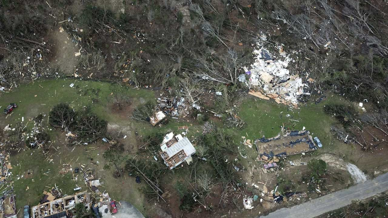 Alabama's Tornado Dead Range From 6 To 93; 1 Family Lost 7