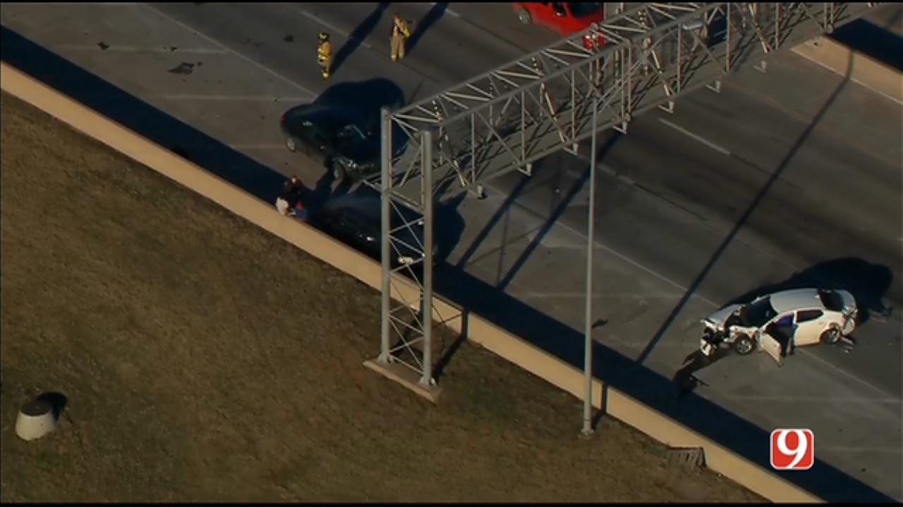 Multiple-Vehicle Crash Reported On I-35 Near NE 10