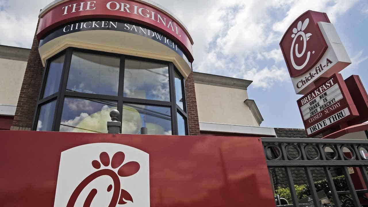Chick-Fil-A Backs Sunday's National Sandwich Day _ Oops!