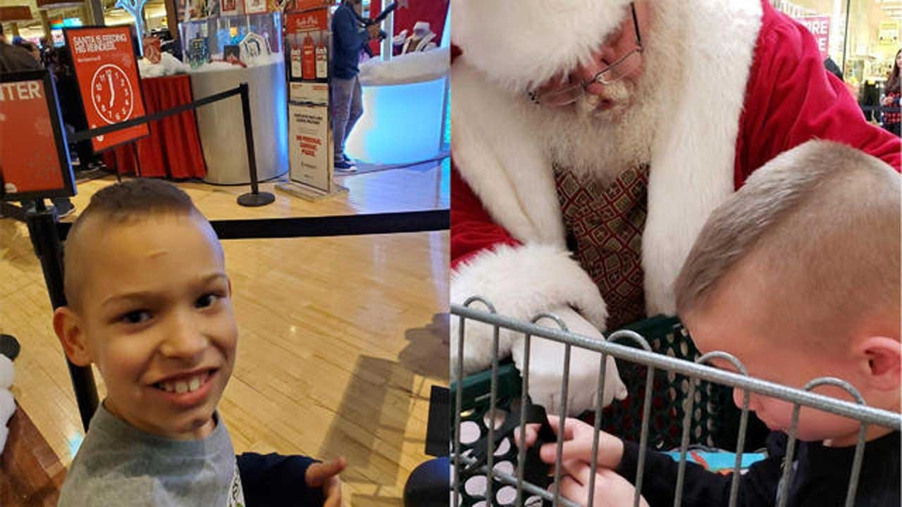 Mall Santa Claus Calms Boy With Autism Who'd Been Too Nervous To Meet Him