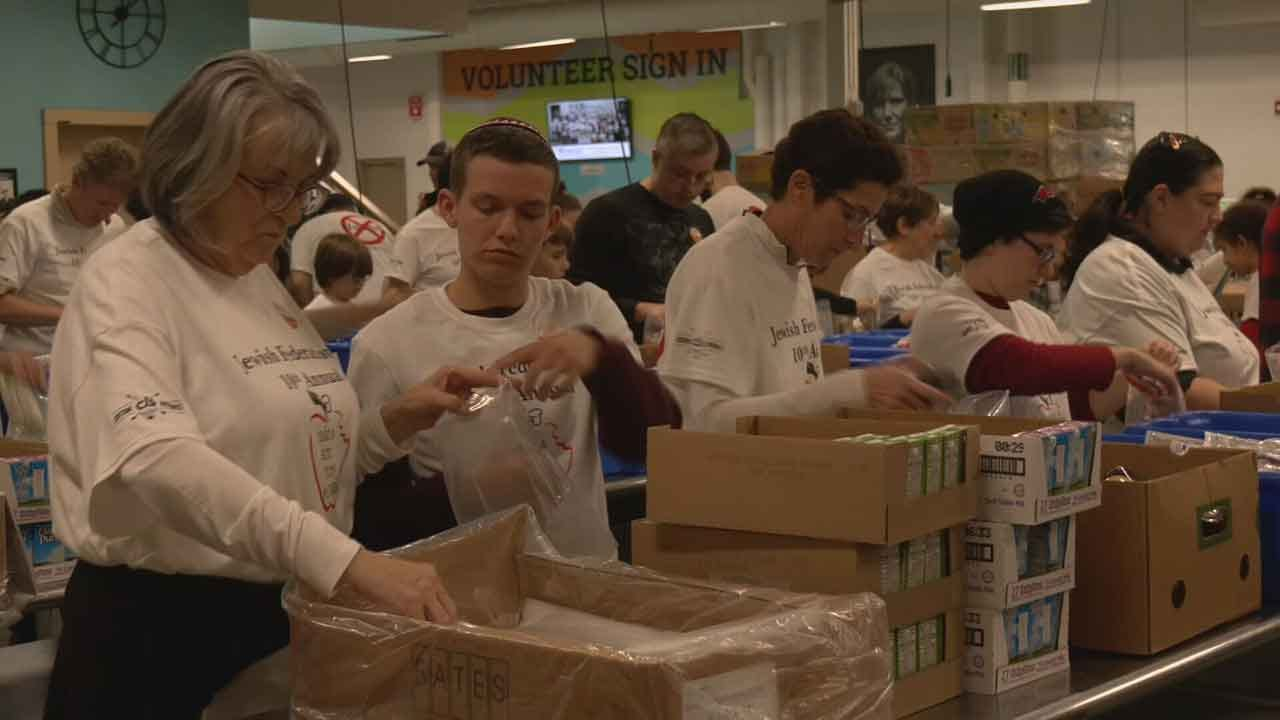 Oklahomans Help To Fight Food Hunger Before Thanksgiving
