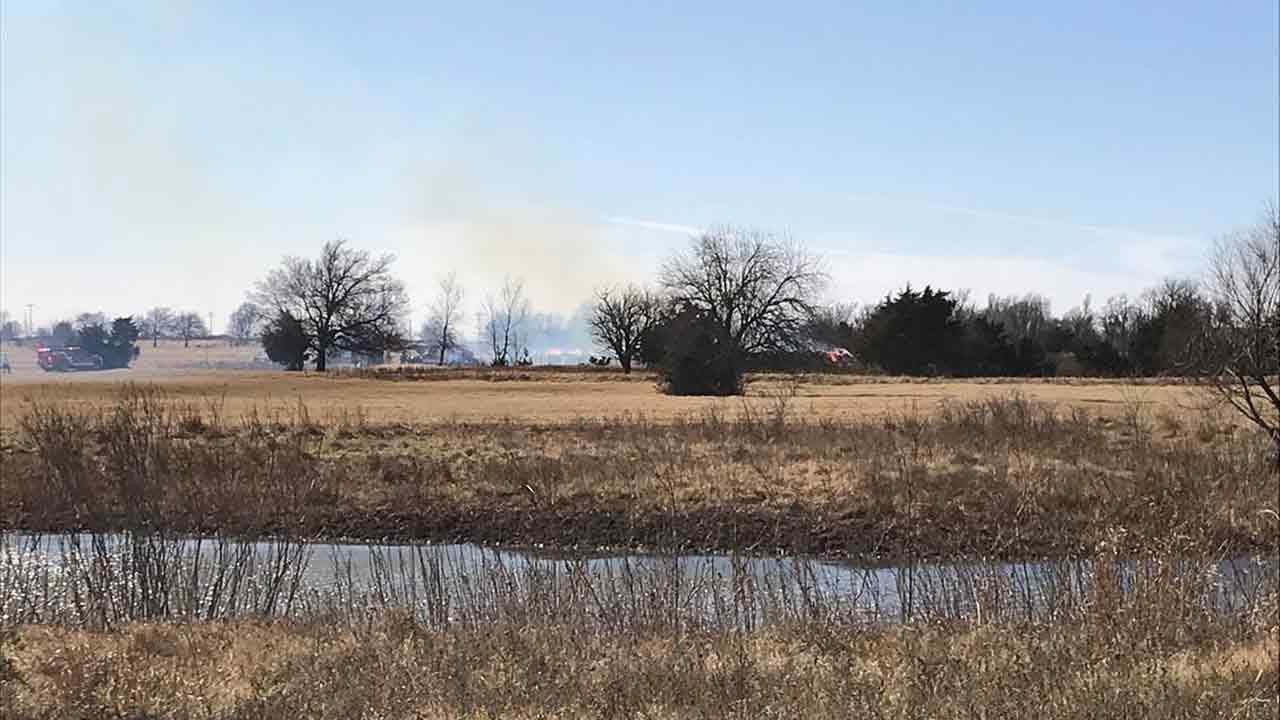 Firefighters Battle Grass Fires Near Woodward & Mustang