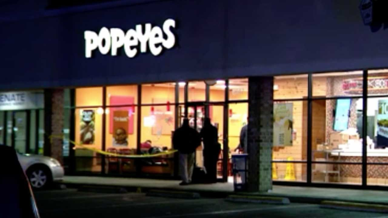 Man Fatally Stabbed In Fight Linked To Popeyes Chicken Sandwich
