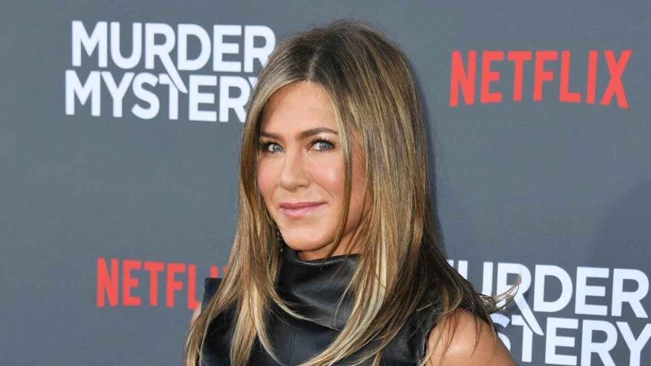 Jennifer Aniston Joins Instagram With Help From Some 'Friends'
