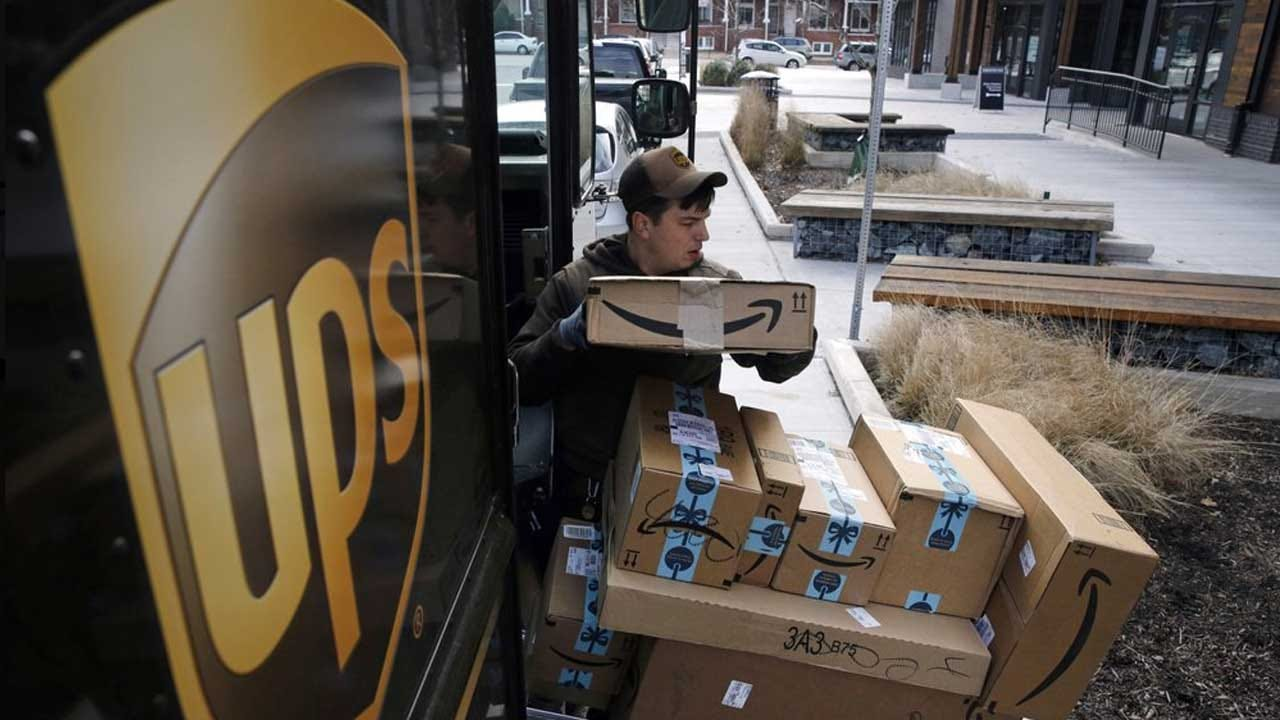 UPS Plans To Hold Holiday Hiring Steady At About 100,000