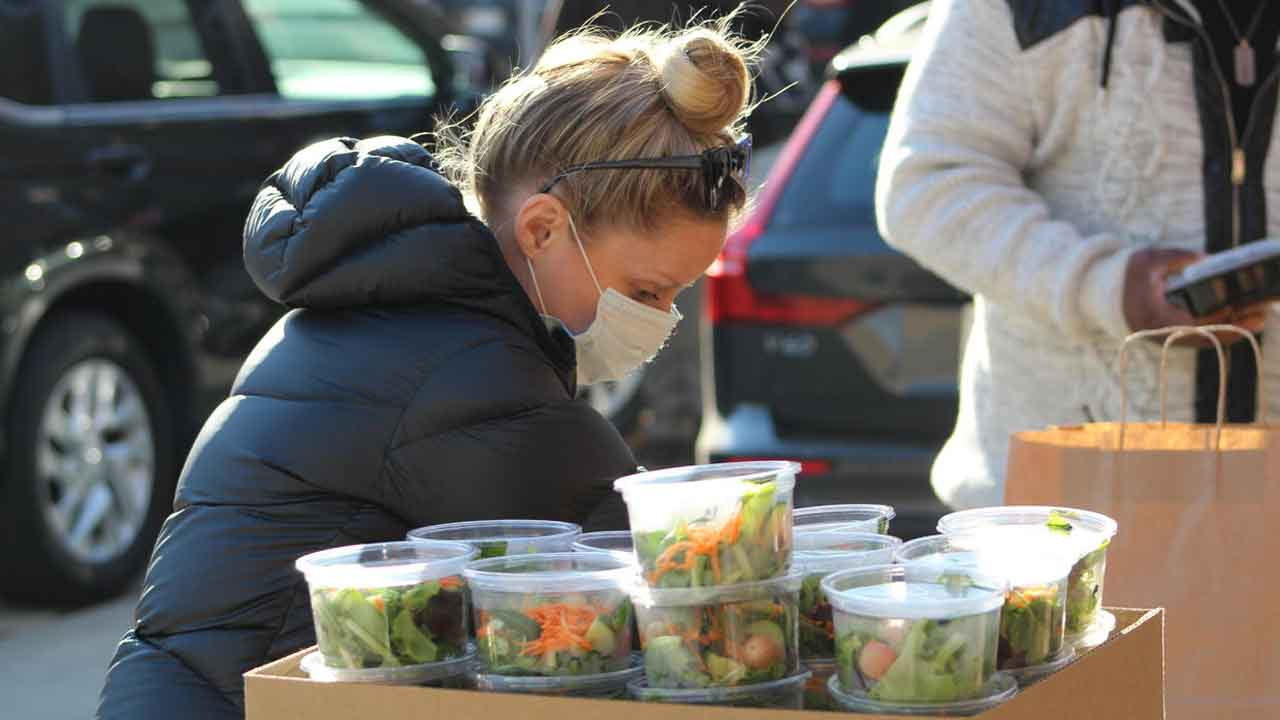 Couple Uses Food From Canceled Wedding To Feed 200 People On Thanksgiving