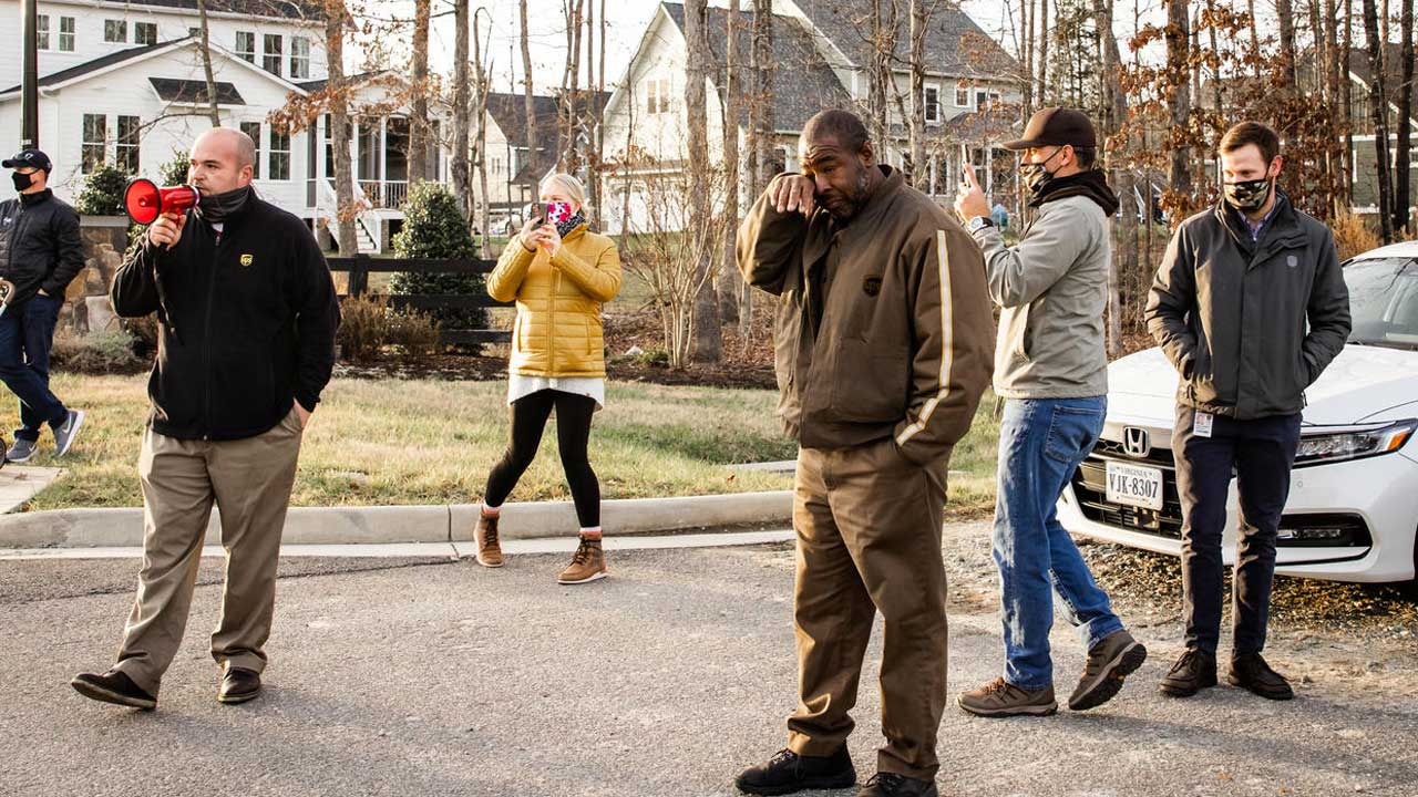 UPS Driver Brought To Tears When Hundreds Of Neighbors Thank Him For His Work During The Pandemic