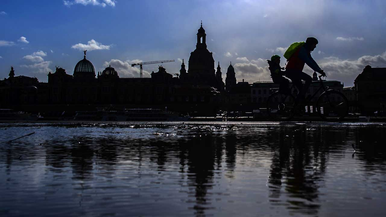 Far Right Looms As Germany Commemorates Dresden Bombing