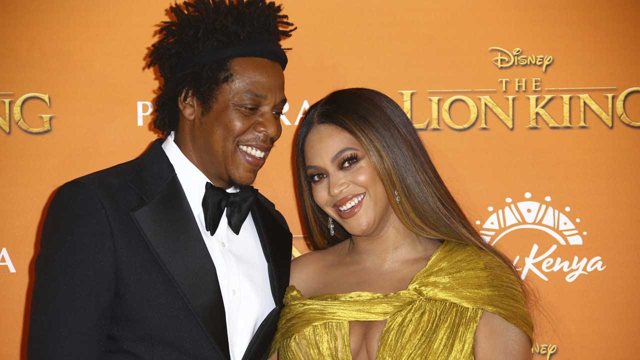 Super Bowl 2020: Jay-Z And Beyoncé Sit For National Anthem