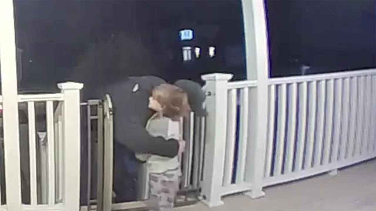 2-Year-Old Boy Rushes To Hug Pizza Delivery Man Goodbye – Without Knowing He Just Lost His Daughter