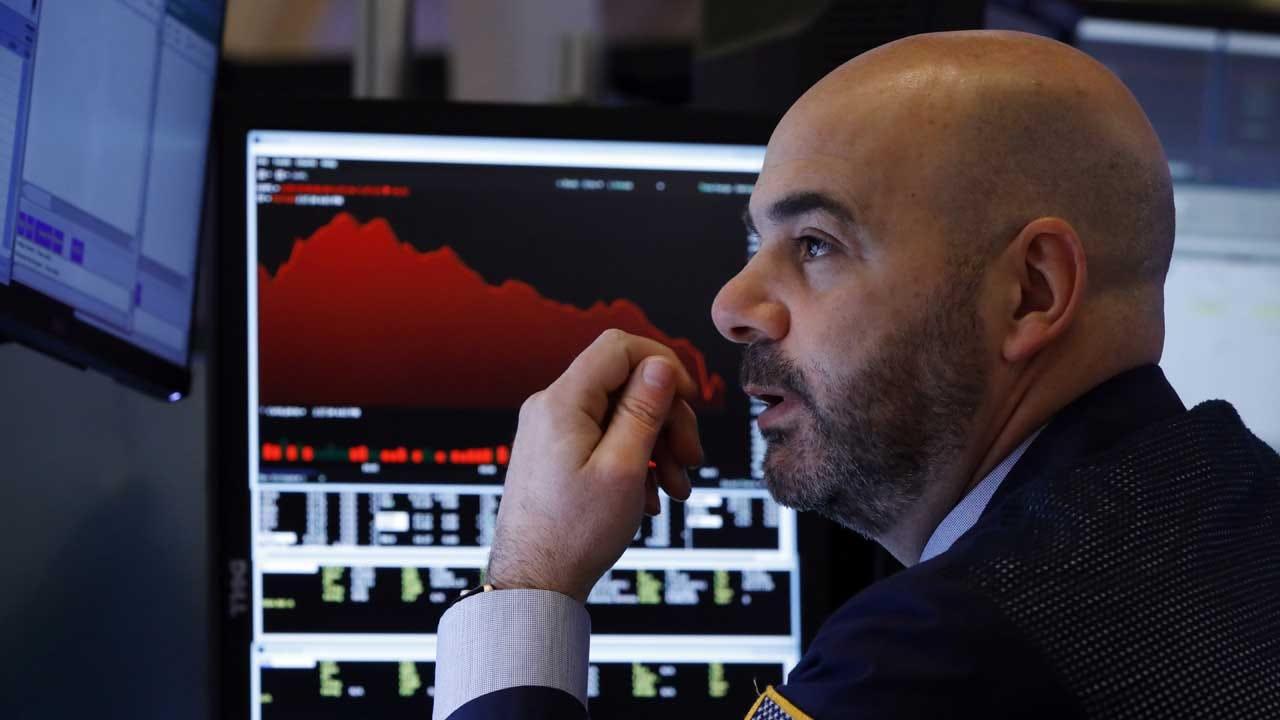 Stocks Fall Sharply On Wall Street, Dow Jones Sinks 3.1 Percent