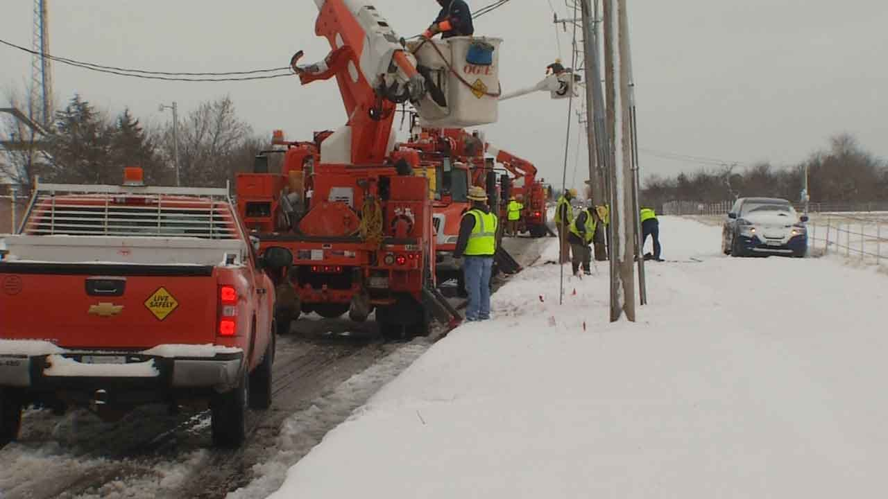 OG&E Crews Work To Restore Power To Thousands After Winter Storm