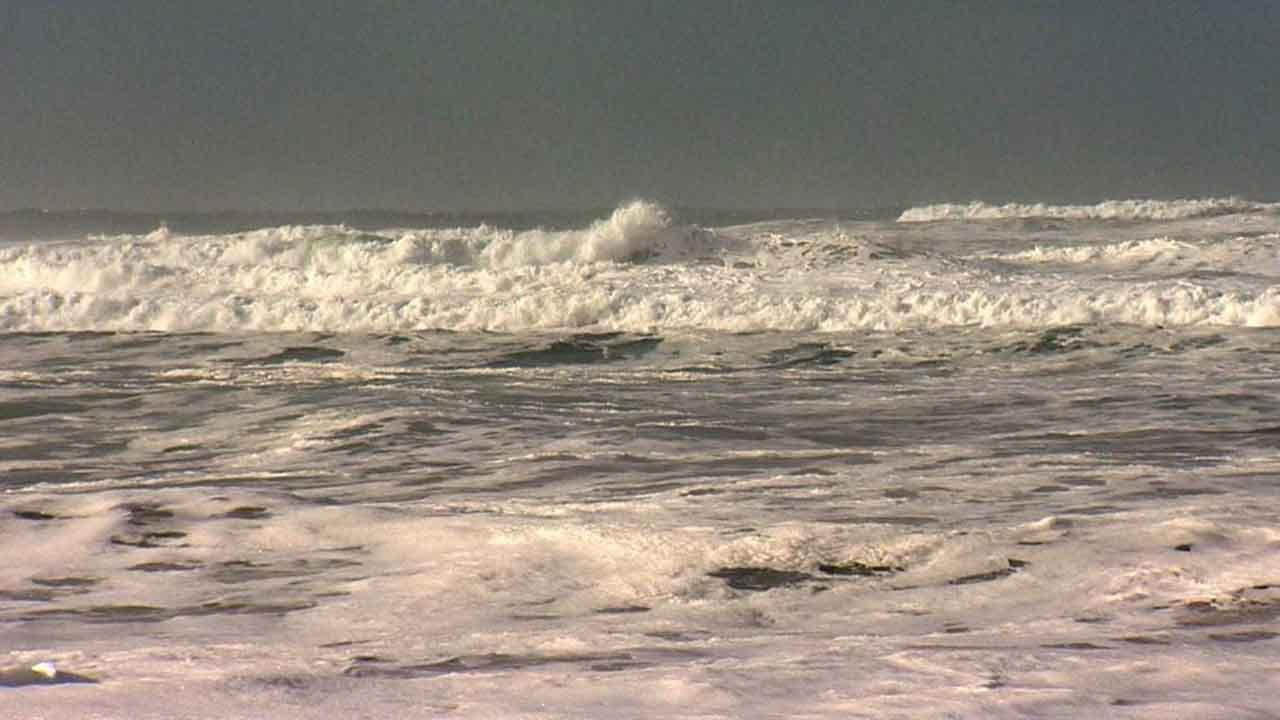 7-Year-Old Girl Dead, 4-Year-Old Boy Missing After Being Swept Into Oregon Coast