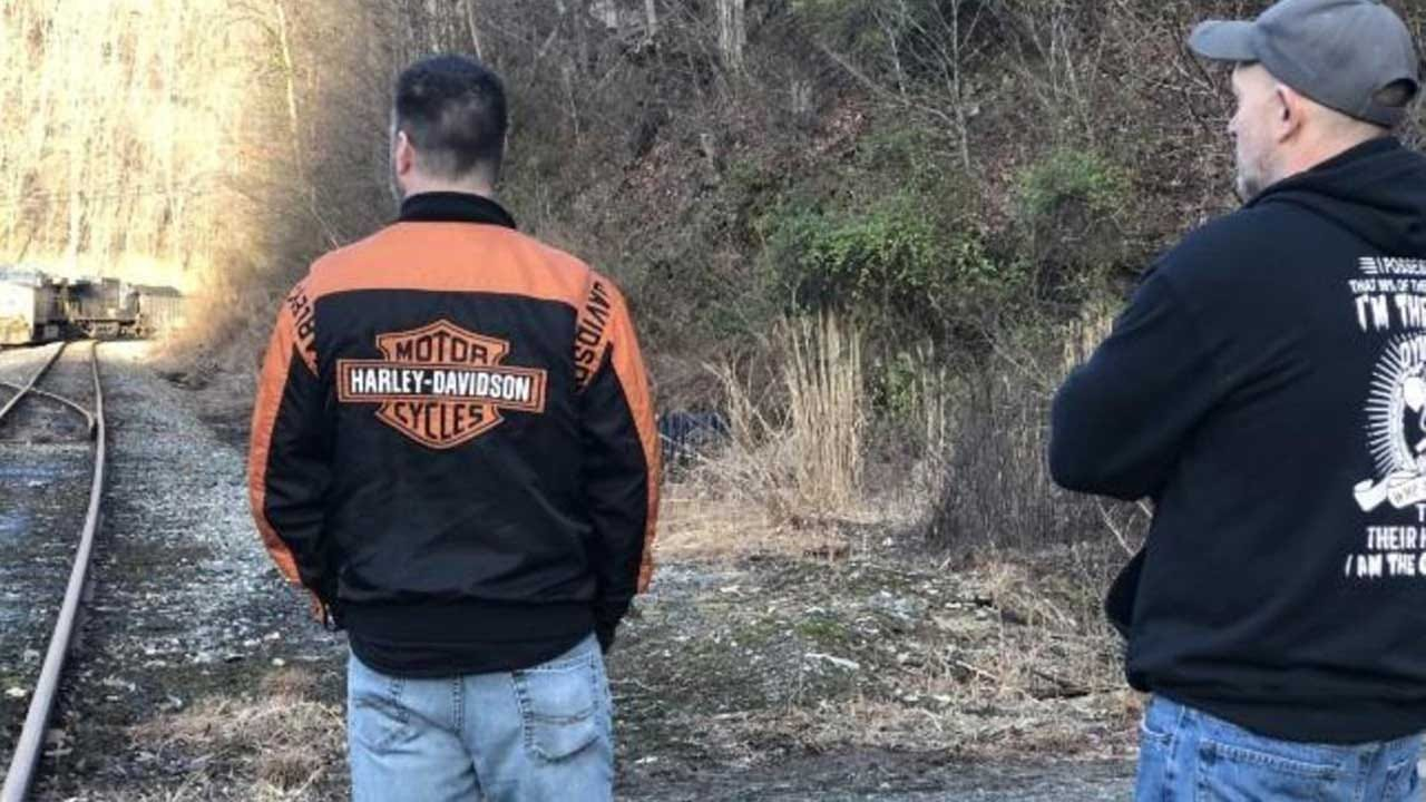 Kentucky Miners Block Coal Train Over Missed Paychecks: 'I Don't Know What Else To Do'