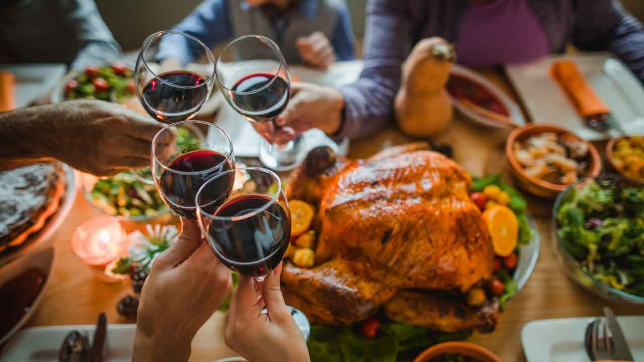 CDC Urges Americans Not To Travel On Thanksgiving