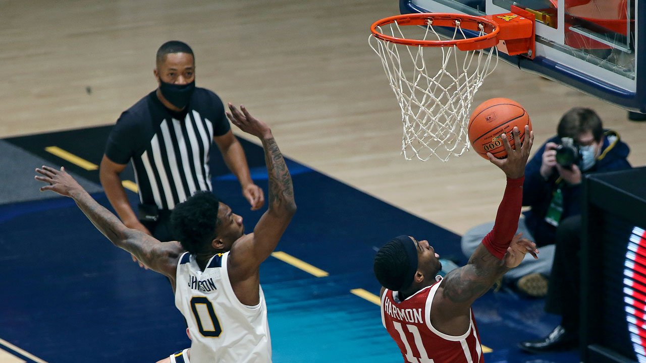 Reaves Lifts No. 12 Oklahoma Over No. 14 WVU 91-90 In 2 OT