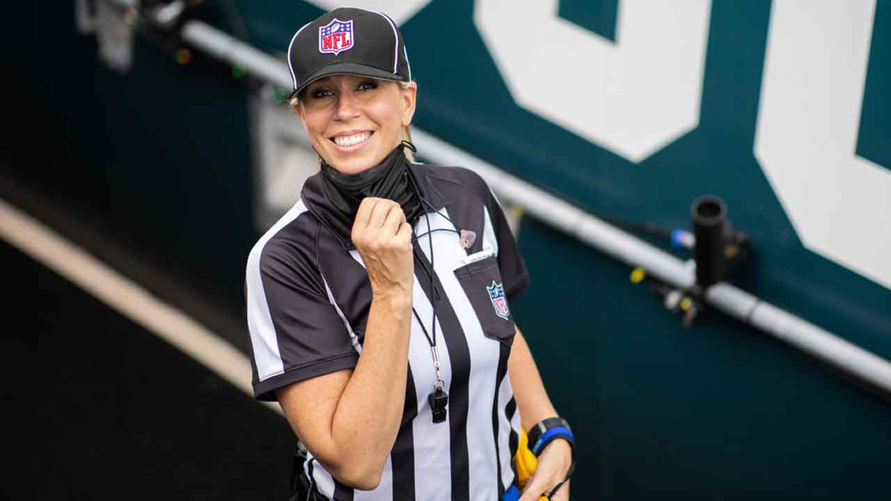 Sarah Thomas Will Become 1st Woman To Officiate A Super Bowl