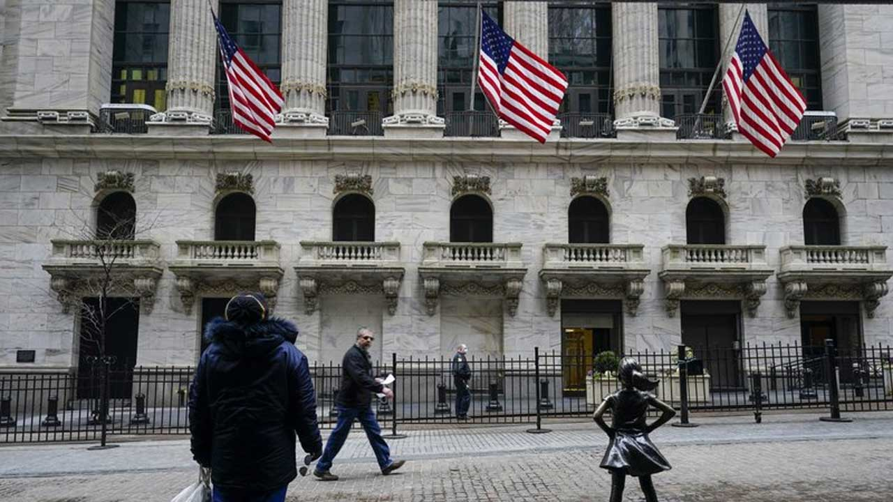 Stocks Swerve Up & Down As Economy, Yield Pressure Heat Up